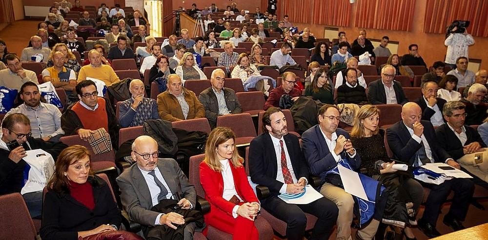 La Diputación detalla sus recursos a los alcaldes