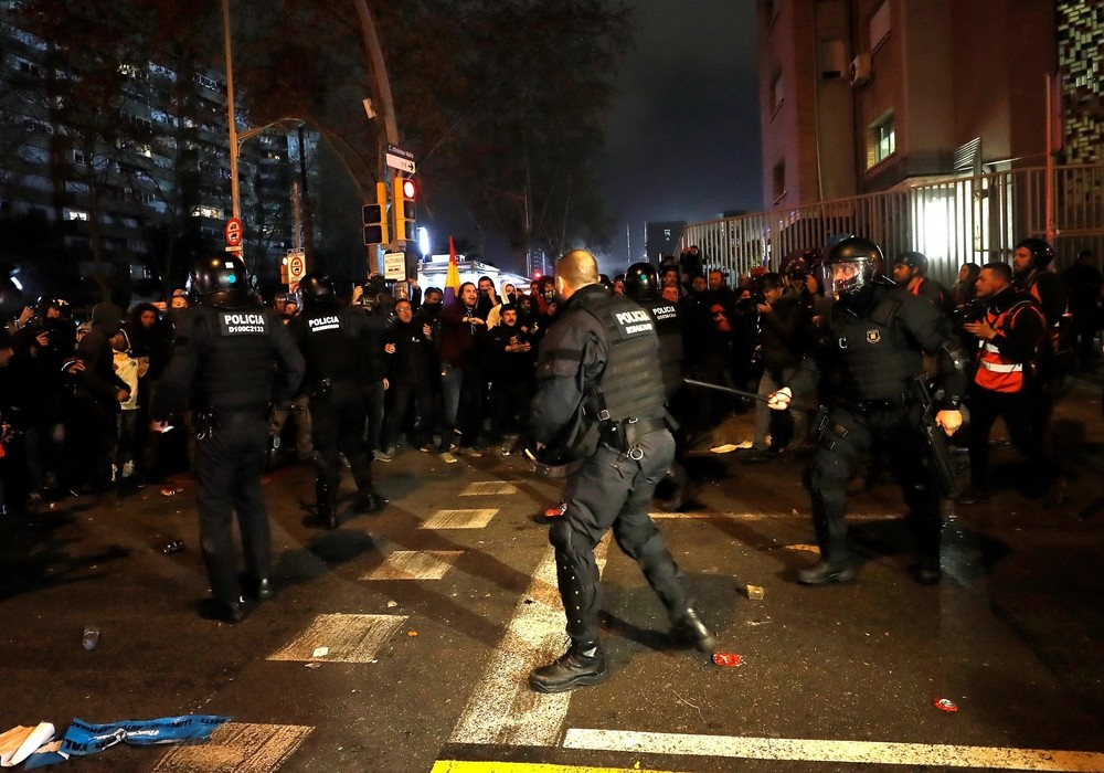 Dos mossos heridos graves y 10 detenidos en los disturbios