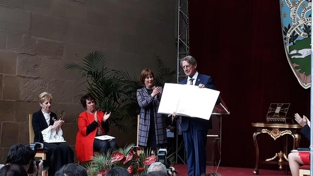 Tomás Yerro, premio Príncipe de Viana de la Cultura 2019, recoge el galardón en Olite