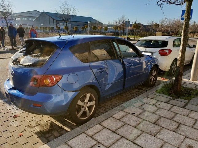 Piden ayuda para esclarecer los destrozos en varios coches