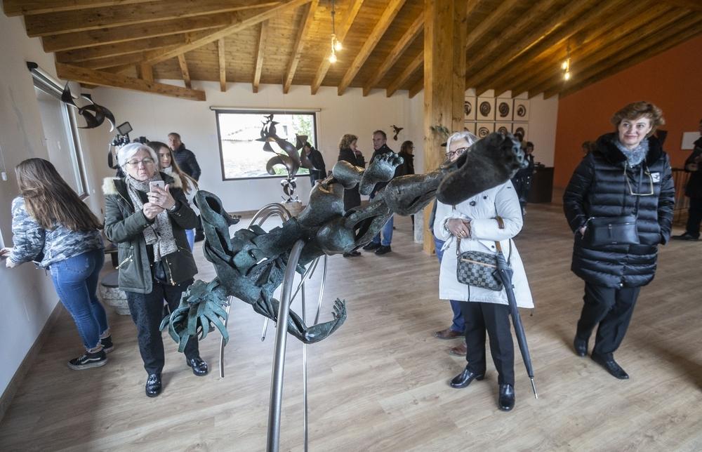 Resultado de imagen de villaldemiro museo escultura metalica