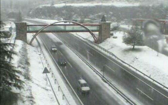 La nieve cubre algunas vías sin provocar grandes problemas