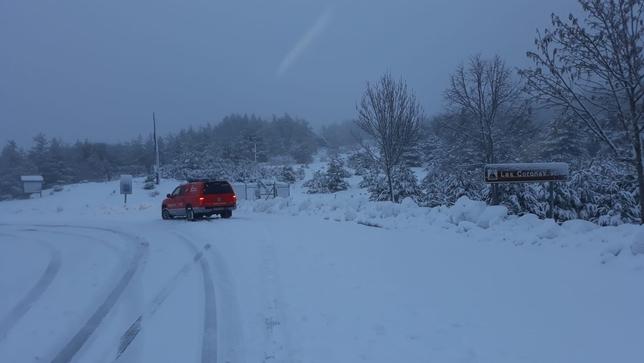 La nieve cubre algunas vías sin provocar grandes problemas Policía Foral