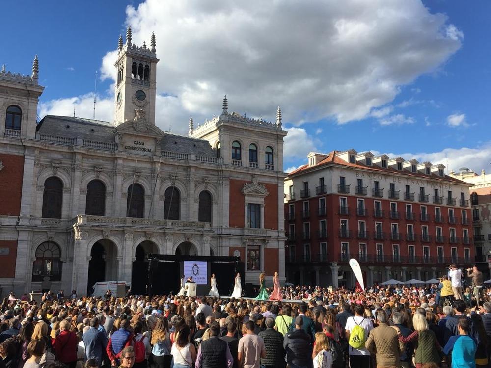 Fecosva celebra sus 25 años con un festival de tiendas en la Plaza Mayor.