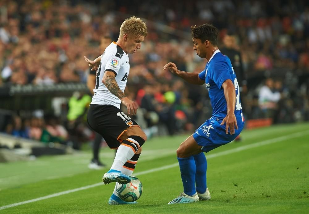 Valencia y Sevilla firman tablas en un partido bronco