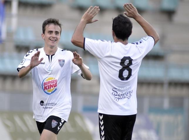 Elías celebra su gol, esta tarde en Palencia.