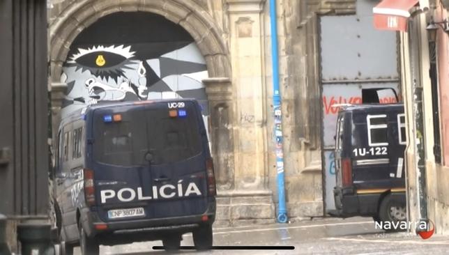 La policía custodia el acceso principal del palacio Marqués de Rozalejo Javi Ortega