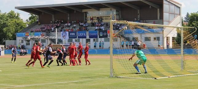 Castilla y León golea y da el primer paso hacia la final