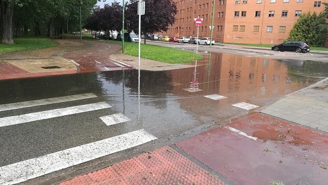 Plaza María Cruz Ebro, junto al Centro Cívico Río Vena.