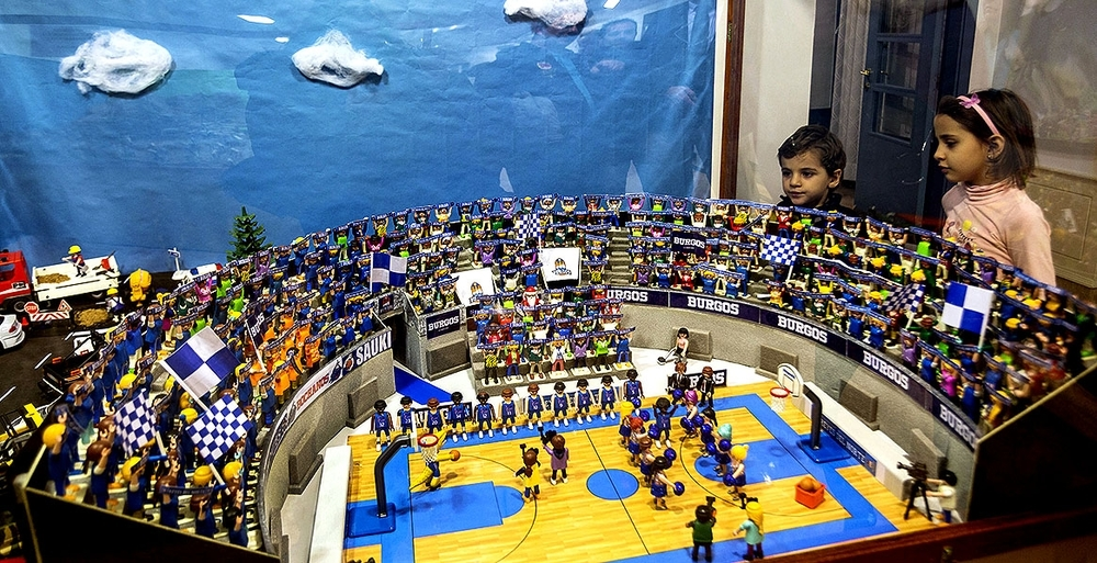 La escena del Coliseum durante la presentación de los jugadores del San Pablo es uno de los atractivos.