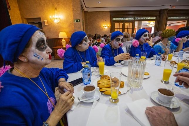 Disfraces y diversión entre los mayores Rueda Villaverde