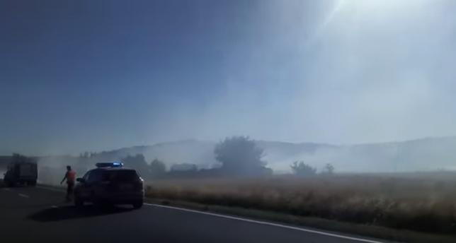 Cortada la carretera NA-115 por un incendio descontrolado