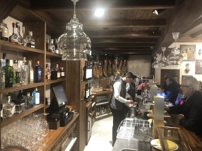 Guiño a la tradición segoviana para un bar del siglo XXI