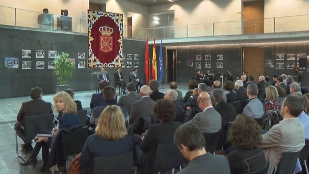 El parlamento de Navarra homenajea las primeras elecciones
