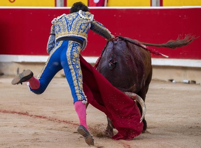 Cayetano corta cuatro orejas y conquista Pamplona JIM HOLLANDER