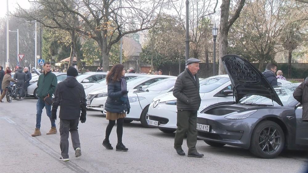 Antoniutti acoge una concentración de coches eléctricos
