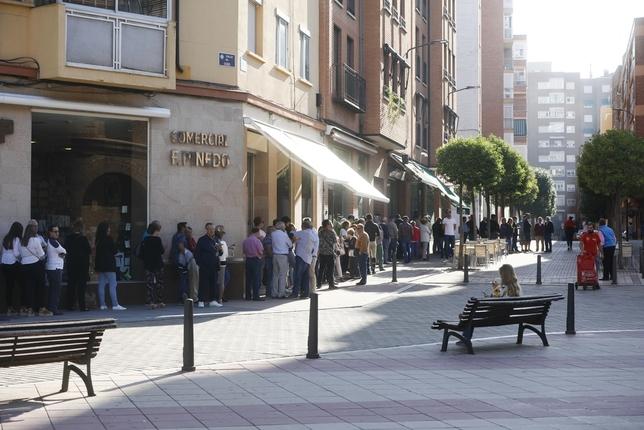 Largas colas para comprar entradas en la Plaza de Toros