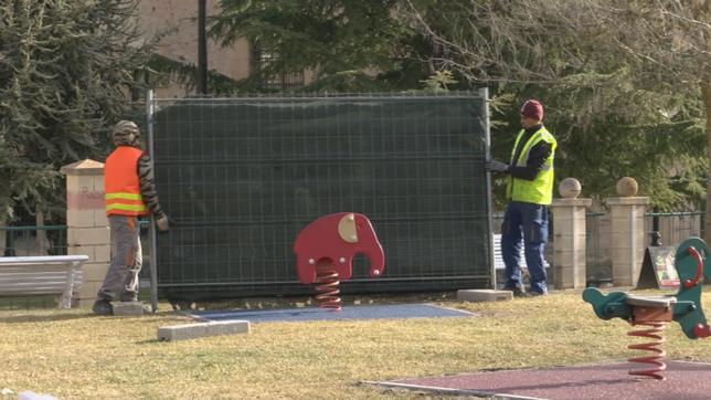 El Ayuntamiento renueva el parque infantil de Santa Clara