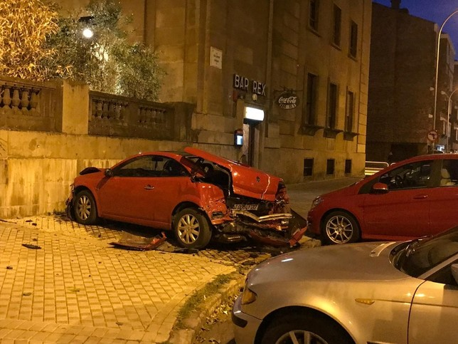 Sabalza, herido tras empotrarse con su coche en Pamplona