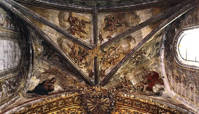 Pinturas murales en la bóveda del presbiterio.
