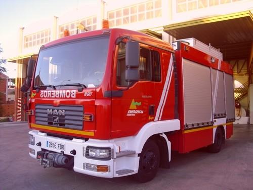 Incendio en una nave industrial en Manzanares
