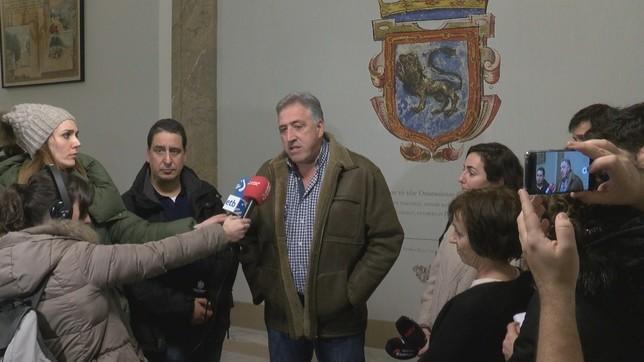 Joseba Asiron confía en que los okupas acepten otro edificio