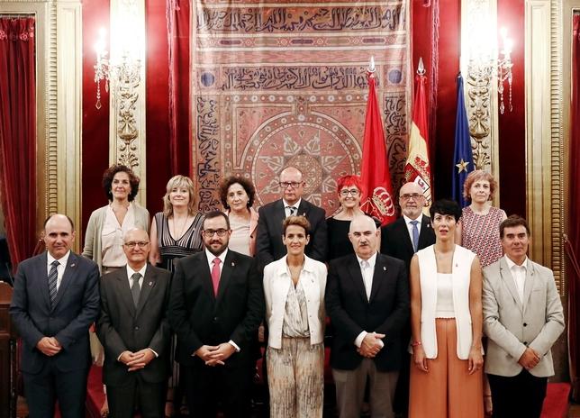 Los 13 consejeros del Gobierno toman posesión de sus cargos