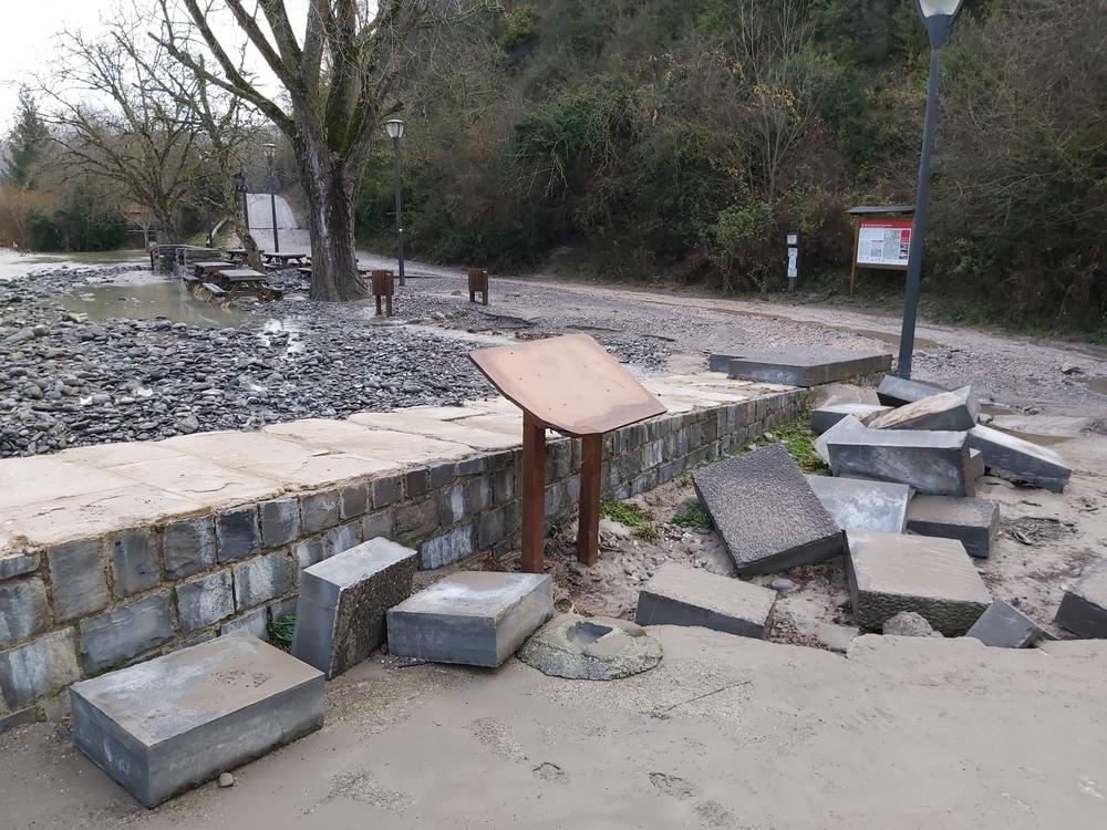 Los desperfectos de Burgui en el día después a la inundación