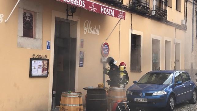 Un conato de incendio en el bar Correos crea la alarma  Daniel Martín
