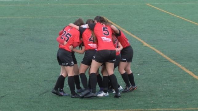 Integrantes de Mulier festejan uno de los dos goles que le marcaron al Athletic Club B