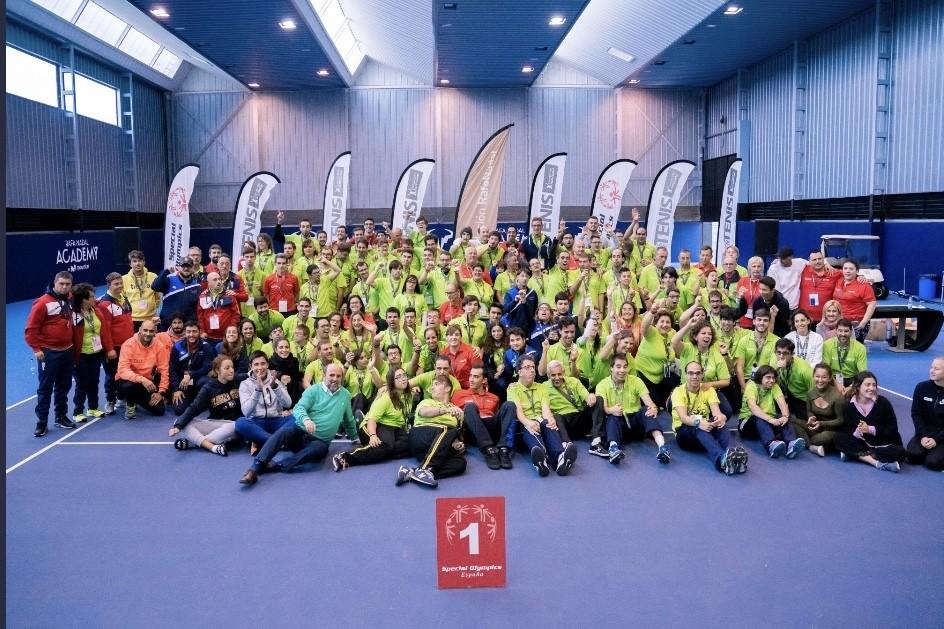 Fotografía de familia de los participantes en el programa.