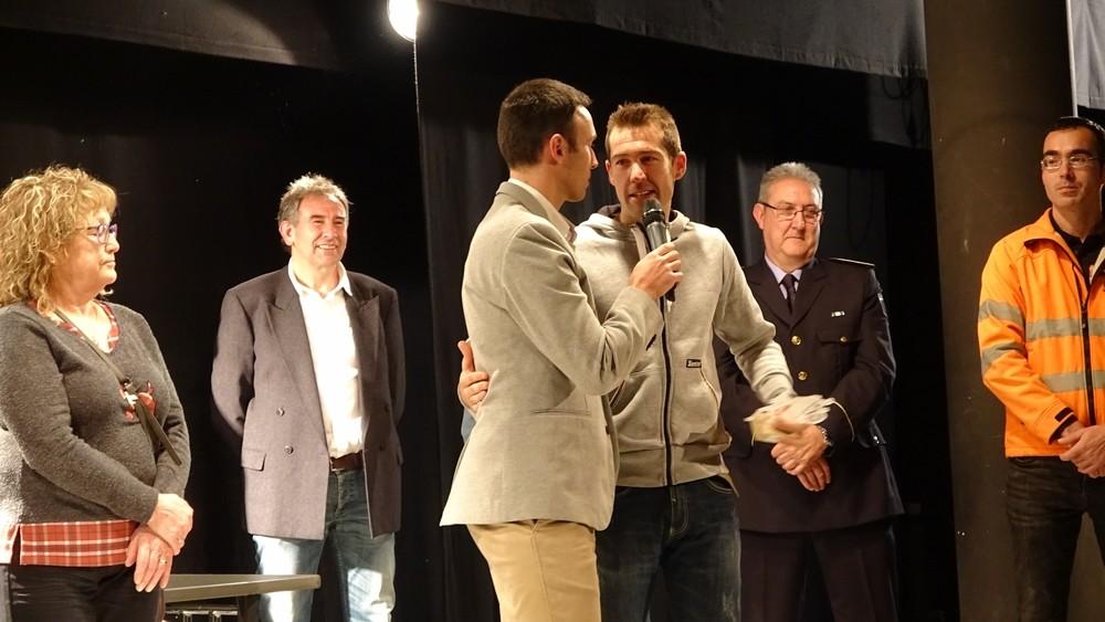 Juan Pedro Aragoneses, homenajeado por el triatlón regional