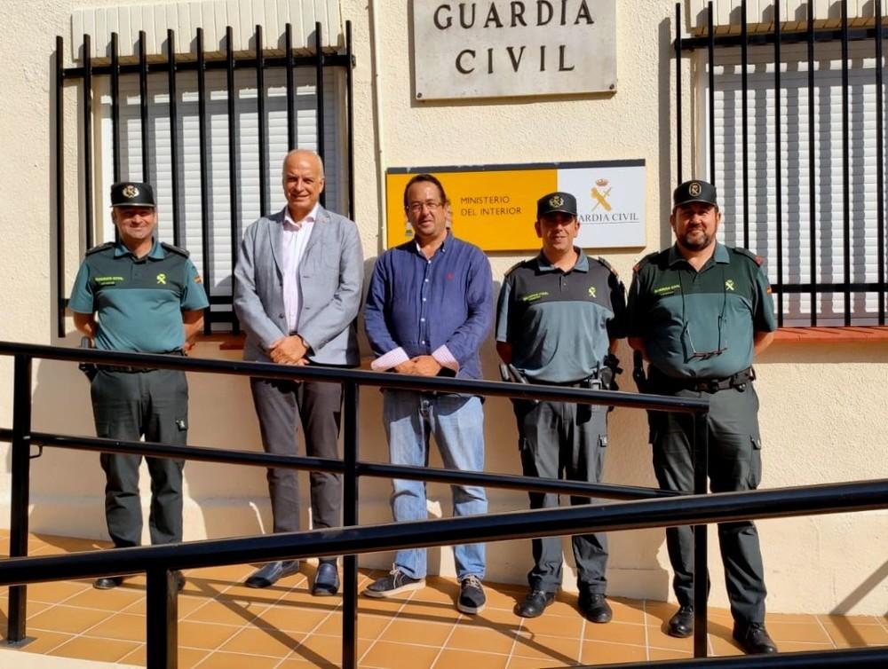 Juan Rodríguez visita cuarteles de la Guardia Civil