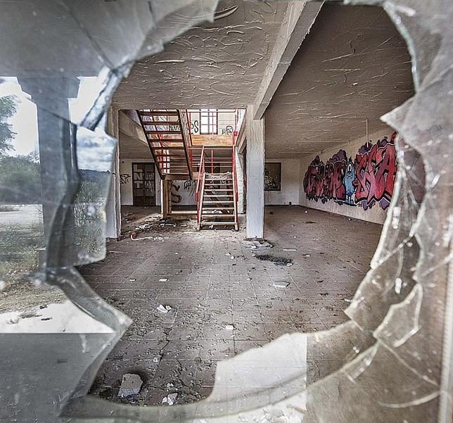 Interior de de la zona comercial y de restauración.