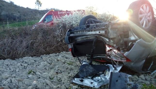 Un herido grave tras volcar con su vehículo en la NA-150 Bomberos de Navarra