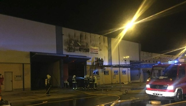 Un incendio destruye una empresa en el polígono de Corella