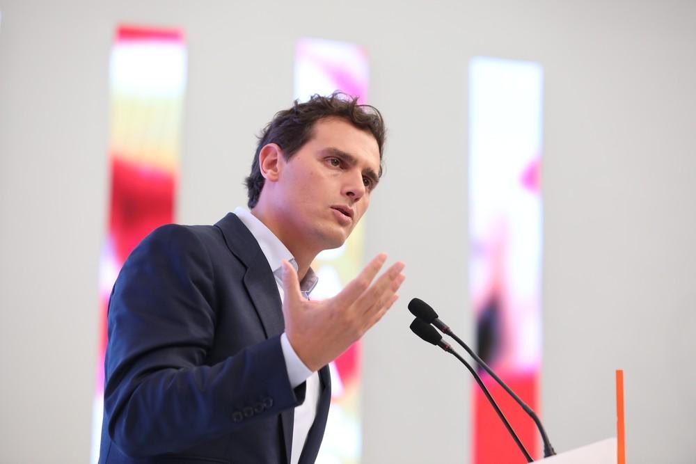 Rivera propone al PP investir a Sánchez