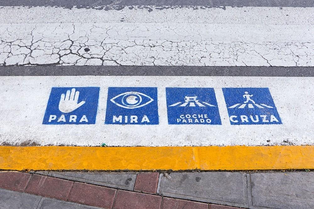 Pasos de peatones rabaneros con pictogramas para autistas