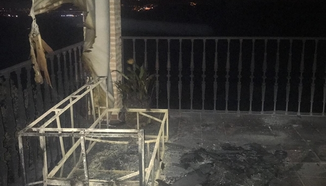Estado en el que ha quedado una terraza de un vivienda de Montesión.