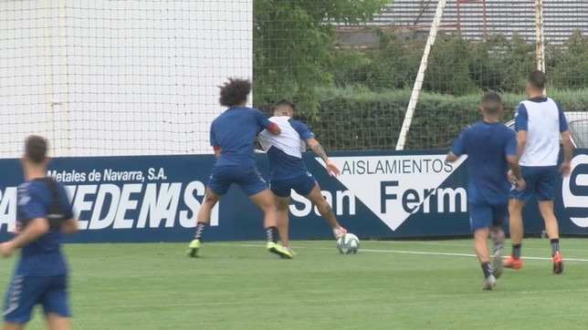 Aridane presiona a Chimy Ávila en el partidillo de la sesión de este martes