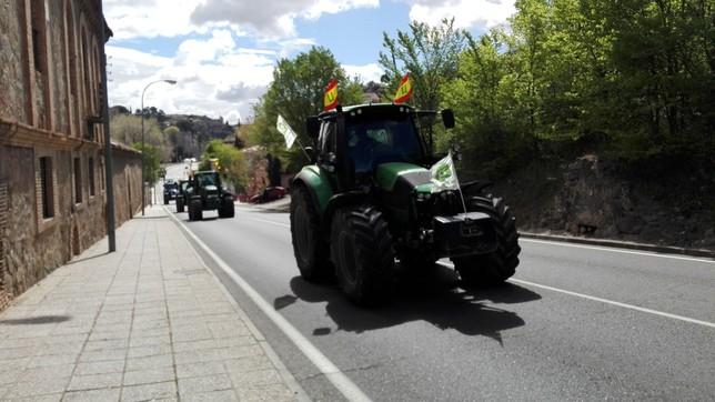 La tractorada de Unión de Uniones llega a Toledo