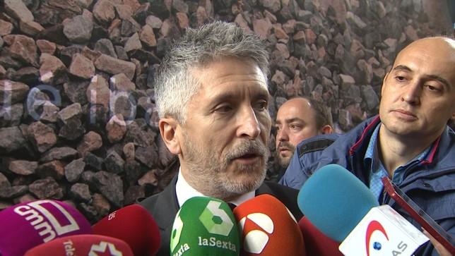 El ministro Fernando Grande-Marlaska atiende a los medios de comunicación