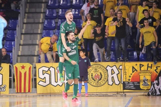 Álex Diz y Eric Martel celebran un gol frente al Barça en el partido de la primera vuelta LNFS