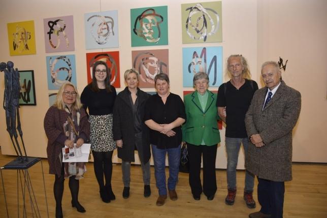 La concejal de Cultura, Nuria Cogolludo, con los artistas y las representantes del hermanamiento Toledo-Agen