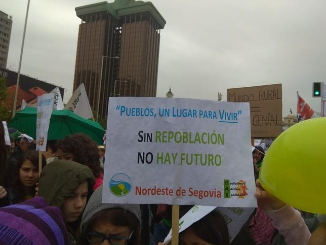 Mensaje del Nordeste de Segovia bajo uno de los emblemáticos edificios de Madrid Laura Castro