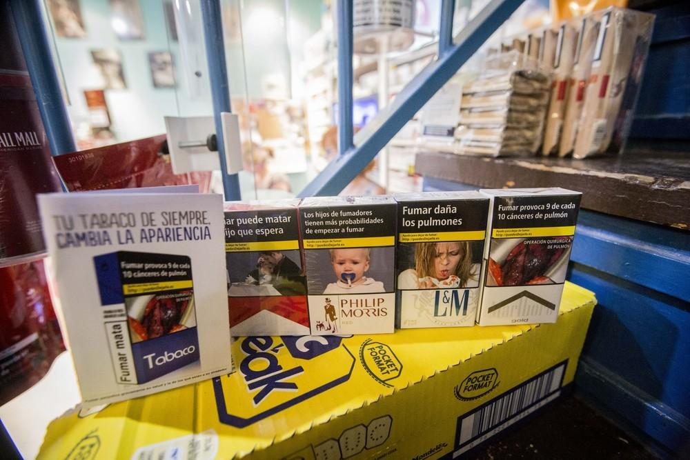 Las ventas de cajetillas cayeron en picado en 2011 por la nueva Ley Antitabaco.