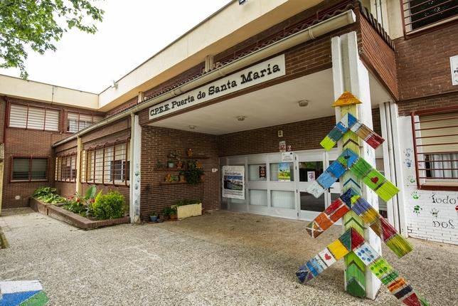 Perpetrados robos en centros de enseñanza Rueda Villaverde