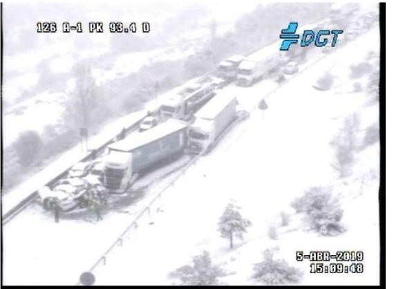 Cortes en la A-1 en Segovia por la nieve y un accidente