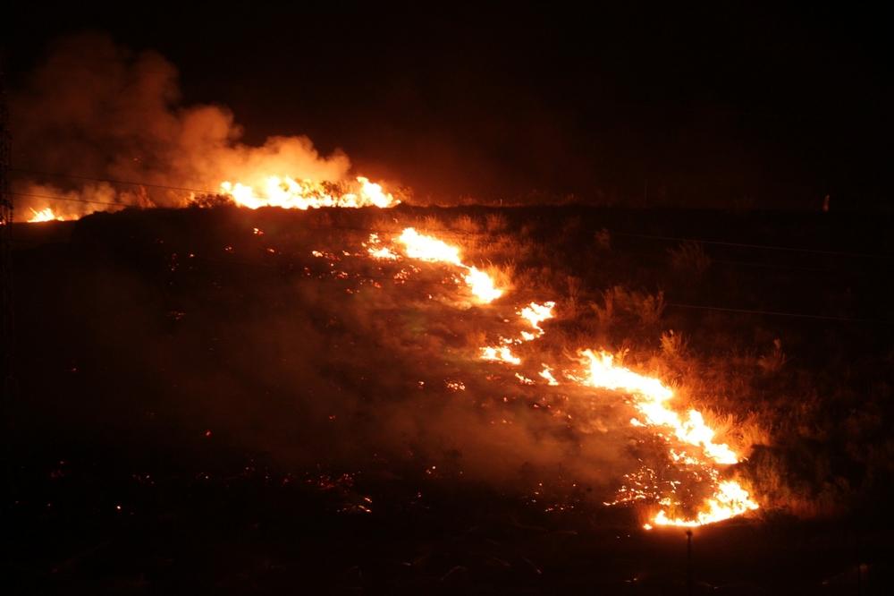 La lengua de fuego avanzaba imparable unos tres kilómetros a la hora.