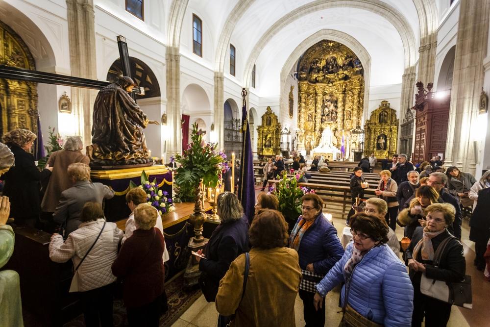 Besapié a Jesús Nazareno en la Iglesia de Santiago Jonathan Tajes